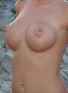 Katie Strips Nude Outisde On The Top Of A Mountain - Picture 10